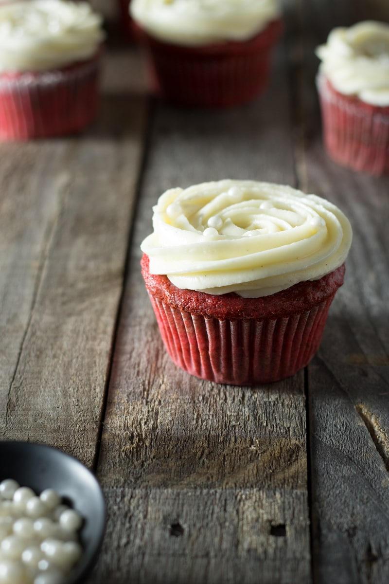 Red Velvet Cupcakes with Vanilla Cream Cheese Frosting ...